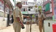 UP पुलिस पीपल के पौधे की 24 घंटे कर रही सुरक्षा, लोग बोले- साक्षात 'योगीजी' हैं