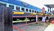 दिल्ली: गेटमैन ने नहीं खोला रेलवे का फाटक तो बाइक सवारों ने काट दिए हाथ पैर