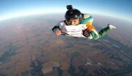 महिला ने PM मोदी को जन्मदिन की बधाई देने के लिए लगा दी 13 हजार फुट से छलांग