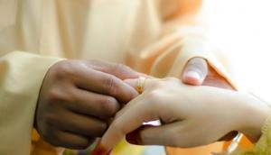 44 साल के शख्स ने 29 साल छोटी लड़की को बनाया दूसरी दुल्हन