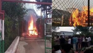 आंध्र प्रदेश: TDP नेताओं की हत्या के विरोध में प्रदर्शनकारियों ने पुलिस स्टेशन में लगाई आग