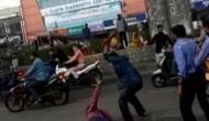 दिनदहाड़े बीच सड़क पर कुल्हाड़ी से काट दी युवक की गर्दन, मौत का तमाशा देखती रही पुलिस
