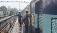ट्रेन की धुलाई कर रहे कर्मियों के ऊपर से गुजरी लखनऊ मेल, मुश्किल से बचाई जान