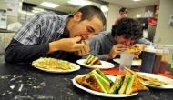अगर आपको भी है खराब भोजन की आदत तो हो सकता है कैंसर