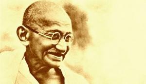 Sonia Gandhi and Rahul Gandhi pay tribute to Mahatma at Rajghat