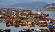 समुद्र के बीचोंबीच घर बनाकर रहते हैं इस गांव के लोग, हैरान कर देगी वजह