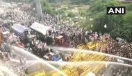 अहिंसा दिवस पर किसानों पर पुलिस ने बरसाई लाठियां, छोड़े आंसूगैस के गोले और किया पथराव
