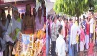 राम मंदिर निर्माण की मांग तेज, भूख-हड़ताल पर बैठे महंत परमहंस को मिला किन्नरों का साथ