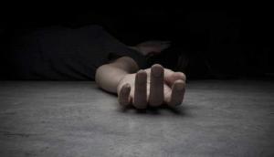 अवैध संबंध के शक में की पत्नी की हत्या, फिर 24 घंटे शव से लिपट कर करता रहा ये काम