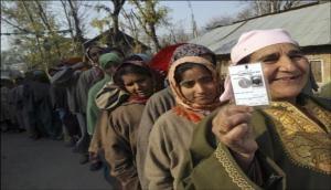 जम्मू-कश्मीर निकाय चुनाव: वोट देने पहुंची जनता लेकिन नहीं जानती कौन-कौन है उम्मीदवार !