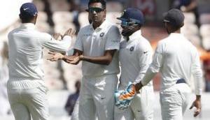 वेस्टइंडीज की बल्लेबाज़ी एक बार फिर से लड़खड़ाई, 113 रन पर ही आधी टीम पवेलियन लौटी