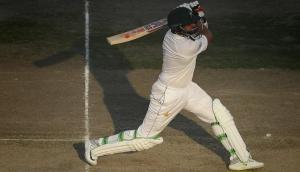 वनडे में तूफान मचाने के बाद इस पाकिस्तानी खिलाड़ी ने डेब्यू टेस्ट में लगाई चौकों की झड़ी