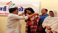 राजनीति के मैदान में उतरीं क्रिकेटर मोहम्मद शमी की पत्नी हसीन जहां, कांग्रेस में हुईं शामिल