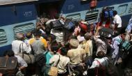 त्योहारी सीजन में रेलवे का यात्रियों को तोहफा, भीड़ से बचाने के लिए इन विशेष ट्रेनों के बढ़ाए जाएंगे फेरे