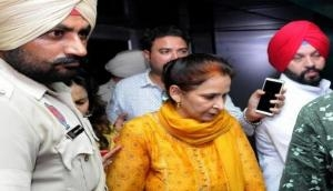 Shocking! Navjot Singh Sidhu's wife Navjot Kaur continued to give the speech as people were killed by speedy DMU train