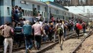 रेलवे की बड़ी लापरवाही, इंजन में फंसा युवक, फिर भी दौड़ती रही ट्रेन