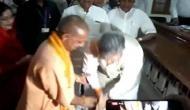 Video : जब 66 साल के रमन सिंह को छूने पड़े 46 साल के योगी आदित्यनाथ के पैर