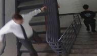 जब कोर्ट में गाउन उतार कर अपराधियों को पकड़ने के लिए भागने लगे जज साहब, देखें वीडियो