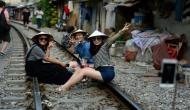सेल्फी प्वाइंट बनता जा रहा है ये रेलवे ट्रैक, सेल्फी लेने के लिए लगती है लोगों की भीड़
