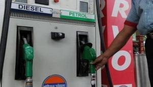 दिवाली पर पेट्रोल-डीजल के दामों ने दिया झटका, लगातार कटौती के बाद आज थम गए तेल के दाम