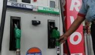 पेट्रोल-डीजल के दामों में आज फिर हुई कटौती, 5 रुपये और सस्ता होने वाला है तेल