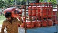 नए साल में आम लोगों को लगा महंगाई का झटका, इतने रुपये महंगी हुआ गैस सिलेंडर