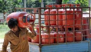 LPG Price Hike: आम जनता को बड़ा झटका, आज से 50 रुपये महंगा मिलेगा रसोई गैस सिलेंडर