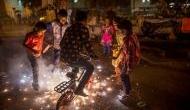 दिवाली के जश्न में उड़ी SC के आदेश की धज्जियां, पटाखों से जहरीली हुई दिल्ली की हवा