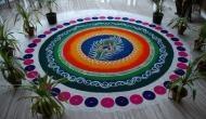 मन को मोह लेंगी दीपावली के मौके पर घर के प्रवेश द्वार पर बनीं ये रंगोली