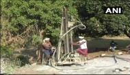 आजादी के 70 साल बाद इस गांव को मिला पहला हैंडपंप, लोगों ने पहली बार देखी बोरिंग मशीन