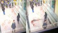 जब चलते-चलते महिला को निगल गई जमीन, देखें हैरान करने वाला वीडियो