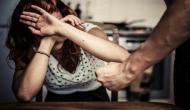 पत्नी के ज्यादा बोलने से परेशान था पति, सबक सिखाने के लिए दी दिल दहला देने वाली सजा
