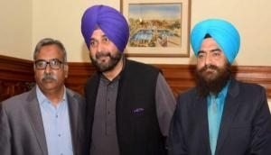 Navjot Singh Sidhu's pic with pro-Khalistan activist triggers fresh controversy; BJP calls him 'Pakistan agent'