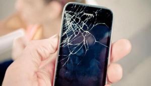 अगर टूट जाए आपके स्मार्टफोन की स्क्रीन तो ना हों परेशान, बिना पैसे खर्च किए ऐसे करें ठीक