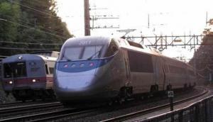 एक सर्टिफिकेट के कारण अटकी PM मोदी कि मिनी-बुलेट 'ट्रेन-18'
