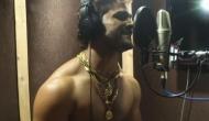 भोजपुरी सुपरस्टार खेसारीलाल यादव 'खा के मुर्गा और पीके बियर' बोले हैप्पी न्यू ईयर, देखें Video