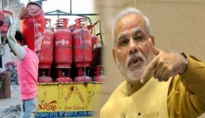 नए साल पर मोदी सरकार का बड़ा तोहफा, 120 रुपये सस्ती हुई LPG