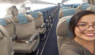 नाइट फ्लाइट में लड़की ने अकेले भरी उड़ान, क्रू मेंबर्स के साथ ली सेल्फी