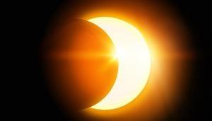 इस रविवार लग रहा है सूर्य ग्रहण, इन 4 राशियों के लोगों को हो सकता है पैसों का नुकसान, भूल कर ना करें ये काम