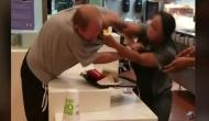 महिला कर्मचारी से बदतमीजी कर रहा था युवक, ऐसे सिखाया सबक, देखें वीडियो