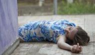 इस गांव में चलते-चलते सड़क पर ही सो जाते हैं लोग, महीनों तक लेते हैं गहरी नींद