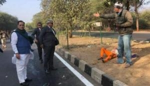 गुजरात: भाजपा के मुख्यमंत्री ने चलती गाड़ी से उतर जख्मी महिला को पहुंचाया अस्पताल, हो रही तारीफ