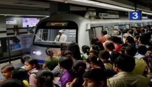 मेट्रो में खूबसूरत चेहरों से हो जाएं सावधान, वरना हो सकता है बड़ा नुकसान !