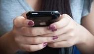 बार-बार फोन में देखना हो सकता है घातक, इस हार्मोन के बढ़ने से जा सकती है जान
