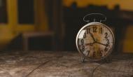 vastu tips: घर की दीवार पर घड़ी लगाने से पहले जरूर ध्यान दें ये बातें, वरना बन सकता है कलह का कारण!