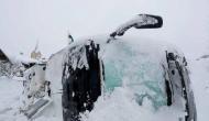 लद्दाख में बर्फीले तूफान ने मचाया तांडव, बर्फ में दब गईं कई गाड़ियां और पर्यटक