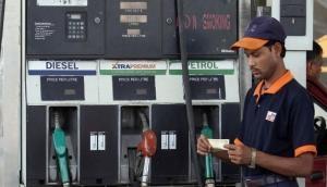 पेट्रोल की कीमतों में आज फिर हुआ इजाफा, डीजल के रेट में आई कमी