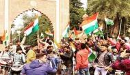 अलीगढ़ मुस्लिम यूनिवर्सिटी में नहीं थम रहा तिरंगा यात्रा विवाद, छात्र ने राष्ट्रपति को लिखी खून से चिट्ठी