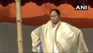 Mamata Vs CBI: CBI to move SC after Kolkata cops nab its official; Mamata Banerjee stages dharna war with Centre