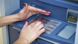 ATM में अब जालसाज ऐसे निकाल रहे हैं पैसे, सावधान हो जाएं वरना लग सकता है लाखों का चूना